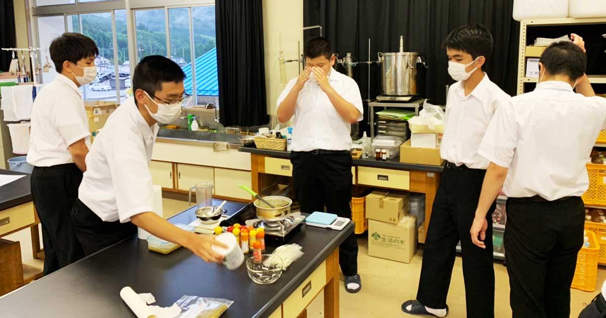 上浮穴高校の生徒が開発するグリーンカレー